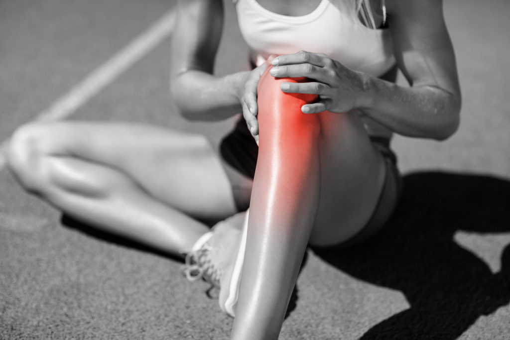 women holding her knee due to acute inflammation and knee pain