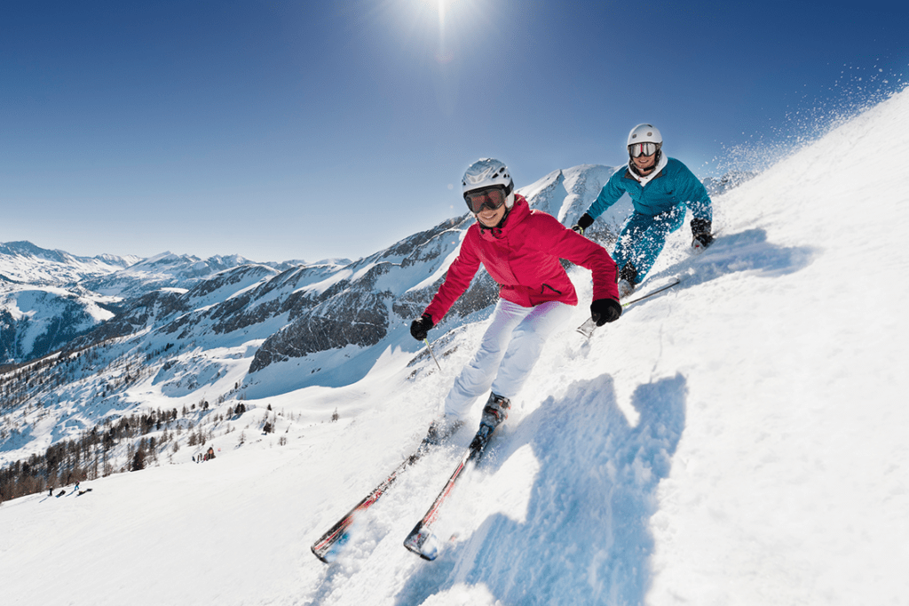 couple skiing with healthy cartilage