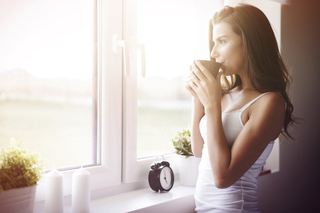 women improving her sleep quality and waking up in the morning